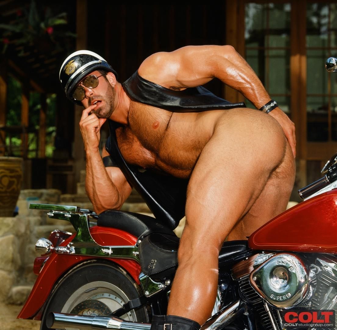 Colt-Studio-Group-Pete-Kuzak-Hairy-Muscle-Hunk-With-Hairy-Cock-Amateur-Gay-Porn-05 Hairy Muscle Hunk Colt Icon Pete Kuzak Showing It All